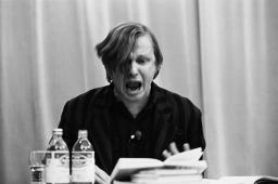 Thomas Kling lors d'une lecture publique